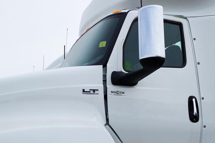 Badge - Embossage - domage - Maxim truck & trailer